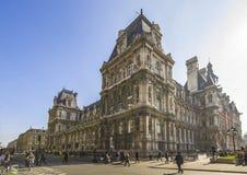 Typisk Paris byggnad, mitt av staden, Frankrike arkivfoto