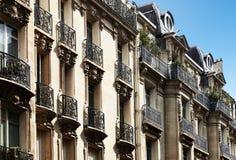 Typisk parisian arkitektur Royaltyfri Bild