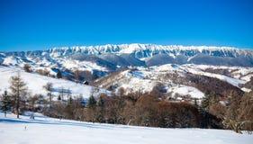 Typisk scenisk vintersikt från klislott Arkivbilder