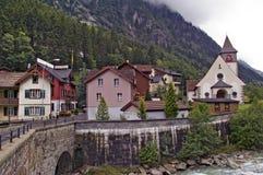 Typisk schweizisk Alpsbergby, Gurtnellen Royaltyfri Foto