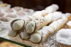 typisk sicilian sötsak arkivbild