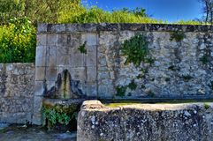 Typisk Sicilian springbrunn, Caltanissetta, Italien, Europa arkivfoton