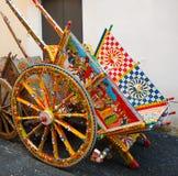 Typisk Sicilian vagn, Sicilien, Italien royaltyfri fotografi