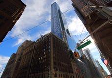 Typisk sikt av stadstvärgator i detta fall 7th med den 57th aven i NY-stad Royaltyfri Bild