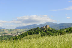 Typisk slott i Marche Royaltyfria Foton