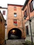 Typisk stads- landskap i Ferrara, Italien, i en regnig dag Royaltyfri Bild