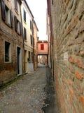 Typisk stads- landskap i Ferrara, Italien, i en regnig dag Arkivbilder