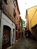 Typisk stads- landskap i Ferrara, Italien, i en regnig dag Royaltyfria Bilder