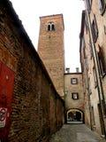 Typisk stads- landskap i Ferrara, Italien, i en regnig dag Arkivfoton