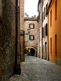 Typisk stads- landskap i Ferrara, Italien, i en regnig dag Arkivbild
