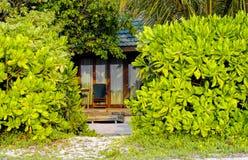 Typisk stuga av den Maldiverna semesterorten arkivfoton