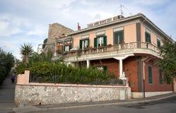 Typisk subtropiskt hus i Italien Royaltyfria Bilder