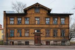 Typisk trähus i Tallinn Royaltyfria Bilder