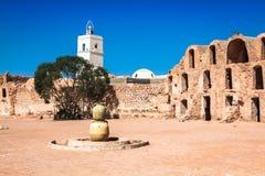 Typisk tunisiskt ksar från villen av Medenine Arkivbilder