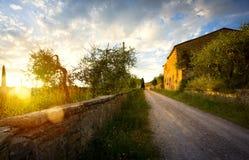 Typisk Tuscany bygdlandskap; solnedgång över Rolling Hills Arkivfoton