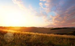 Typisk Tuscany landskap; solnedgång över Rolling Hills Arkivfoton