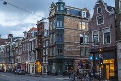 Typiska byggnader i det historiska området av Amsterdam Royaltyfri Foto