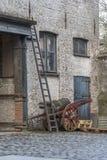 Typiska byggnader och lappad gård i Bruges Fotografering för Bildbyråer