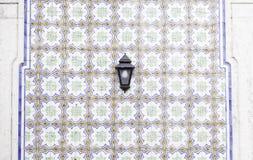 Typiska gamla Lissabon tegelplattor Arkivbilder