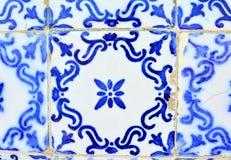 Typiska gamla tegelplattor av Portugal, detalj av en klassisk azulejo för keramiska tegelplattor royaltyfri bild