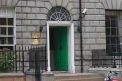 Typiska georgiska dörröppningar i Dublin Arkivfoton