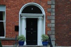Typiska georgiska dörröppningar i Dublin Arkivfoto