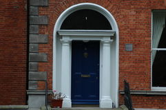 Typiska georgiska dörröppningar i Dublin Royaltyfri Foto