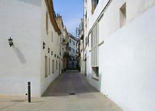 Typiska hus för spanjorstilvit i Catalonia Arkivfoto