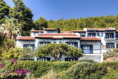 Typiska hus i Skopelos, Grekland Arkivfoto