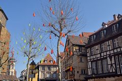 Typiska korsvirkes- hus i den Alsace regionen av Frankrike 08 Royaltyfri Foto