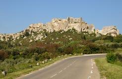 Typiska landskap av Les-Baux-de-Provence royaltyfri bild
