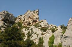 Typiska landskap av Les-Baux-de-Provence arkivbilder