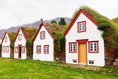 Typiska lantliga torvahus för gammal arkitektur, Island, Laufas Arkivbild