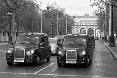 Typiska London taxiar Royaltyfri Fotografi