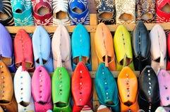 typiska moroccan skor för babouches Arkivbild