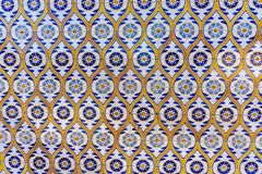 Typiska portugisiska garneringar med kulöra keramiska tegelplattor - frontal sikt fotografering för bildbyråer