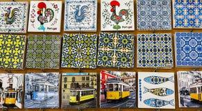 Typiska portugisiska keramiska tegelplattor och platser av Lissabon arkivfoton