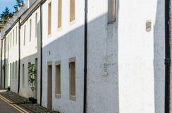 Typiska terrasserade byhus för skotte som ändring för tillflyktsort` t i många år Royaltyfri Bild