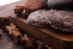Typiska tyska pepparkakor liksom det Lebkuchen och Aachener trycket Arkivfoto
