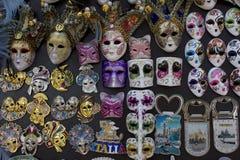 Typiska Venetian karnevalmaskeringar Royaltyfri Bild