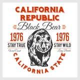 Typografi för Kalifornien republiktappning med en grisslybjörn Arkivfoto