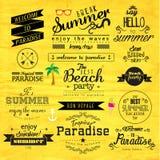 Typografie-Sommerferien-Ausweis-Vektor-Design Lizenzfreie Stockfotografie