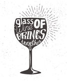 Typografii nakreślenie z wina bocal literowaniem i sylwetką Wektorowej grafiki etykietka z zwrotem na szkle Zdjęcie Stock