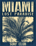 Typographie de Miami Beach avec l'illustration florale pour le prin de T-shirt Photo libre de droits