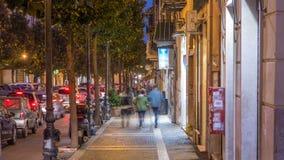 Typowa średniowieczna wąska ulica w pięknym miasteczku Albano Laziale nocy timelapse, Włochy zbiory