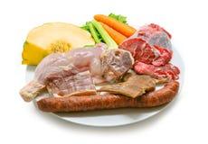 Typowa Hiszpańska kuchnia Niektóre składniki używać przygotowywać hiszpańskiego gulasz Mięsa i warzywa odizolowywający Fotografia Royalty Free