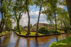 Typowa holenderska wioska Giethoorn w holandiach zdjęcia stock