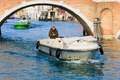 Typowa kanału i ulicy scena, Wenecja obrazy stock