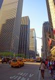 Typowa Manhattan sceneria z żółtymi taksówkami Zdjęcia Stock