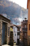 Typowa ulica, dym i krajobraz jesień, Zdjęcia Stock